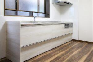 【五泉市S様】キッチンリフォーム!クリナップラクエラの収納力がすごい!床も一緒に、明るくきれいなキッチンへ